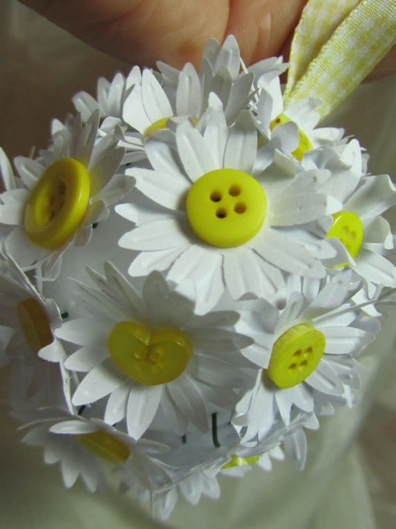 Button Daisy flower ball by Ena Green Designs